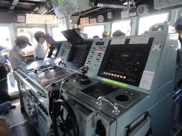 掃海艇の操舵室