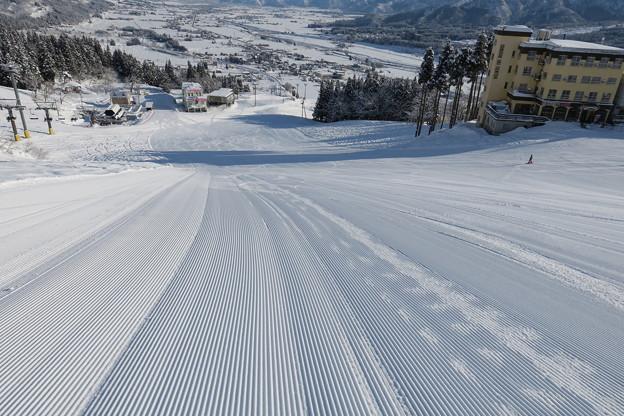 180208-2石打丸山スキー場・銀座ゲレンデ・最大斜度部分を上から