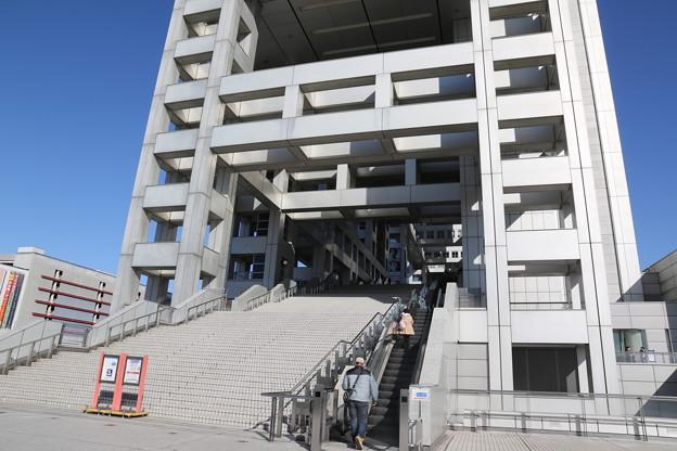 190107-88はとバス・東京1日・お台場・フジテレビ本社ビル・階段