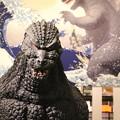 写真: 190107-96はとバス・東京1日・お台場・アクアシティお台場内部にあったゴジラ