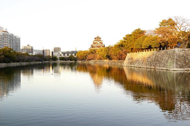 照れる広島城