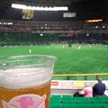 Photos: ヤフオクドームでタカガールデー。早速ビール。試合開始前は500 円。タカガールデーカップ可愛い♪今日もホークスがんばれー!まだロッテ練習中やけど。