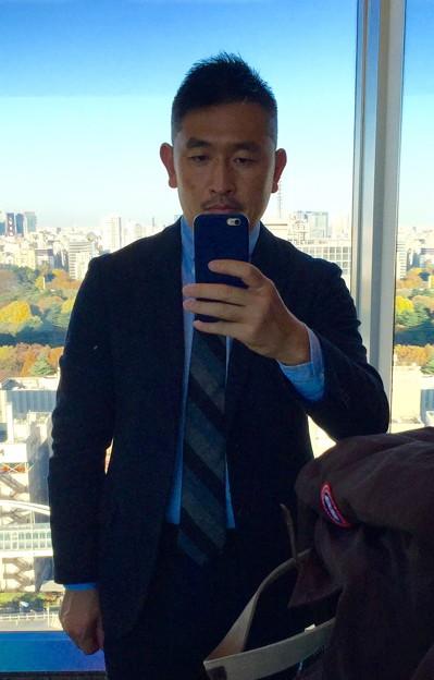 スーツが似合うゲイ