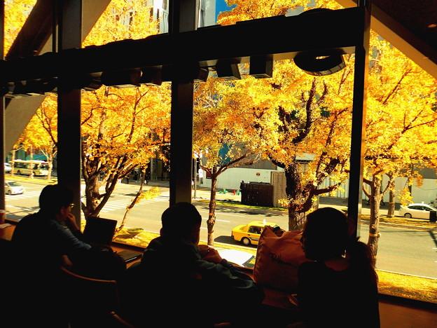 御堂筋のカフェA