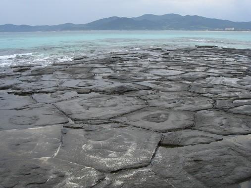 沖縄・久米島「畳石」