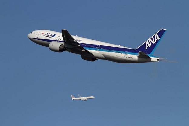 B777 JA705A と A321