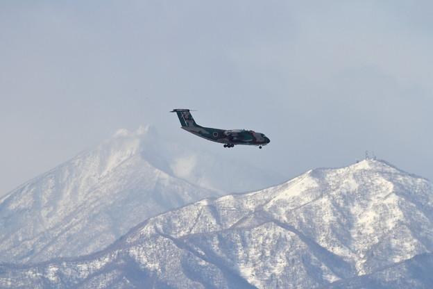 C-1輸送機と恵庭岳