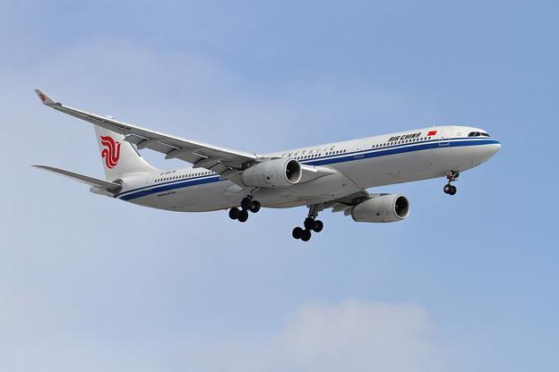 A330 Air China B-8579 approach
