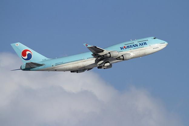 B747 KAL HL7461 takeoff