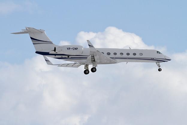 Gulfstream GV-SP G550 VP-CNP approach