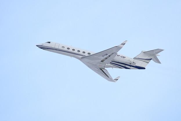 Gulfstream GV-SP G550 VP-CNP takeoff