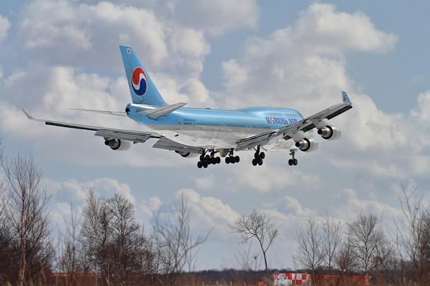B747 KAL HL7402 approach