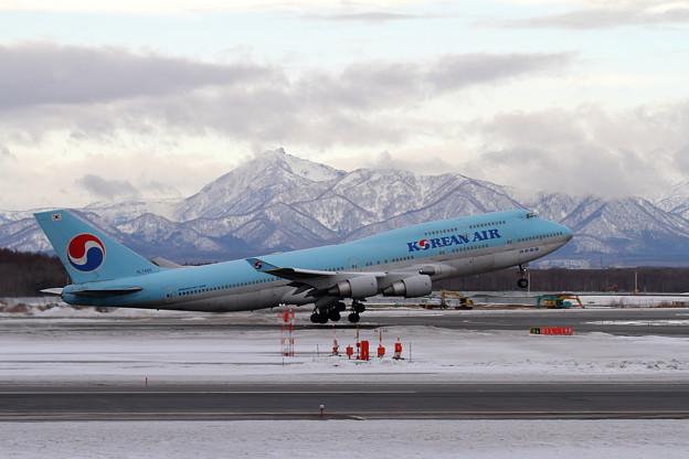 写真: B747 KAL HL7460 takeoff