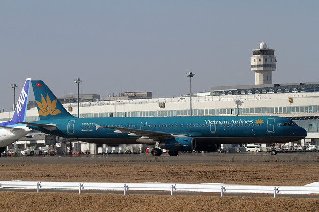A321 Vietnam Airlines VN-A334 taxiing