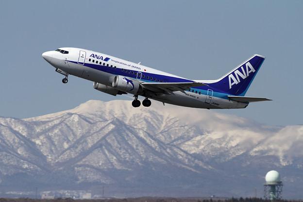 B737-500 JA8196 takeoff