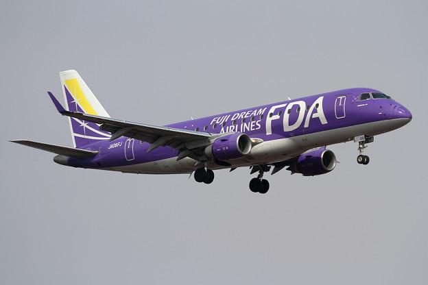 Embraer ERJ-175ST FDA JA06FJ approach