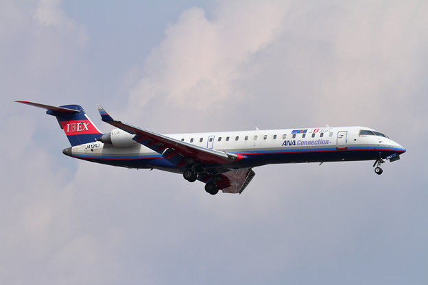 CRJ700ER IBEX JA12RJ approach