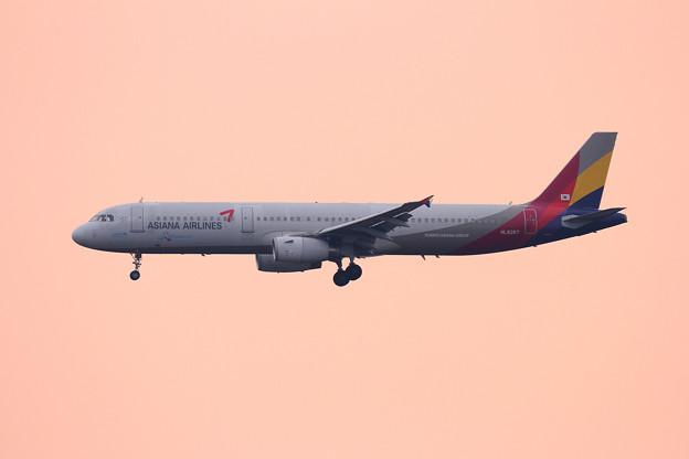 A321 Asiana HL8267 トキ色の空の中
