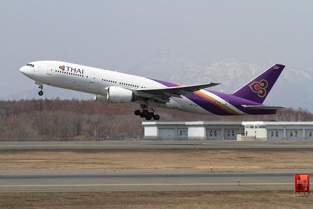B777 THA HS-TJC takeoff