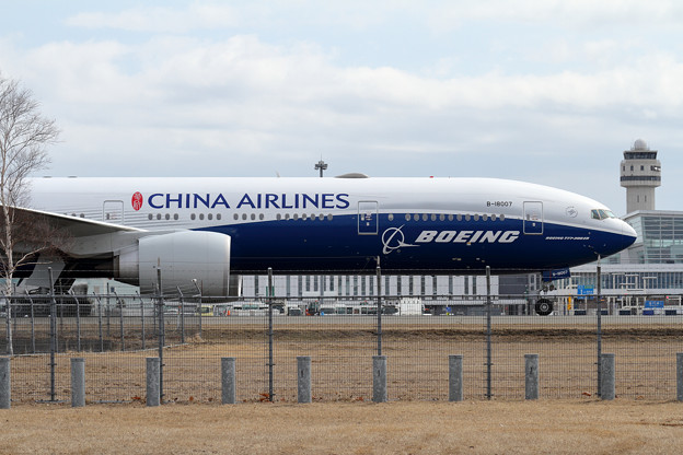 B777 CALにBoeing color B-18007 (1)