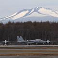 写真: F-15 201sqと樽前山(2)