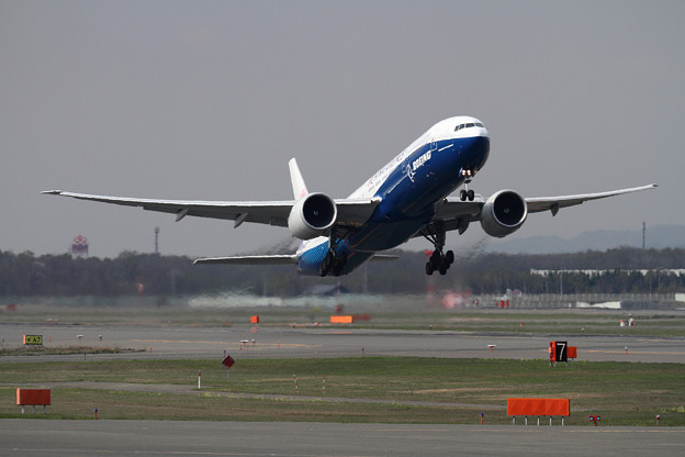 写真: B777 CAL B-18007 takeoff (1)