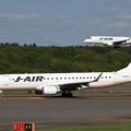 写真: J-AIRのERJ-190とERJ-170