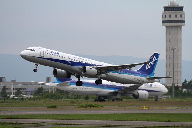 写真: A321-200 ANA JA112A takeoff