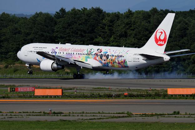B767-300ER JAL Celebration Express touchdown