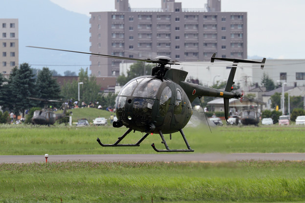OH-6D 31294 展示飛行を終えて