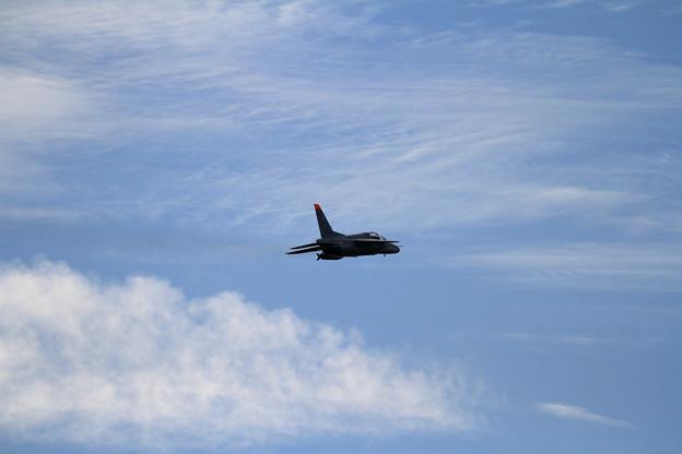 写真: 秋の気配の雲と203sq T-4