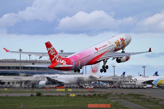 A330 ThaiAirAsiaX Lotte World livery HS-XTD (3)