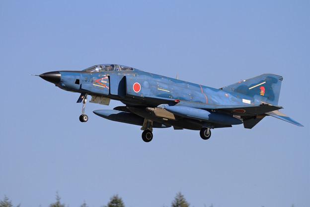 写真: RF-4E 57-6913 501sq approach