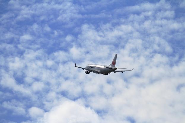 ERJ-170STD J-AIR 秋空に駆け上がる