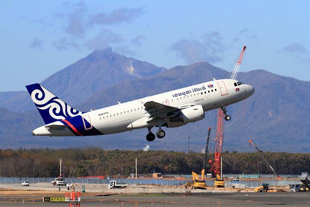 A319 CAMBODIA AIRWAYS塗装機 N947FR takeoff