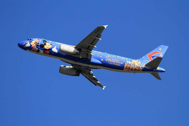 A320 東方航空 Disney Resort takeoff