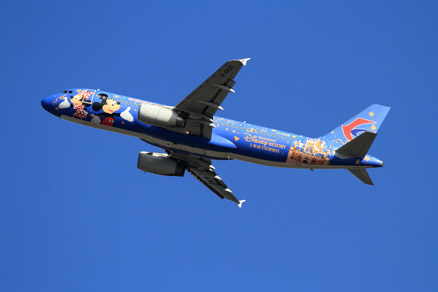 A320 東方航空 Disney Resort takeoff