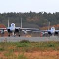 F-15 紅葉を背景にtaxiing (1)