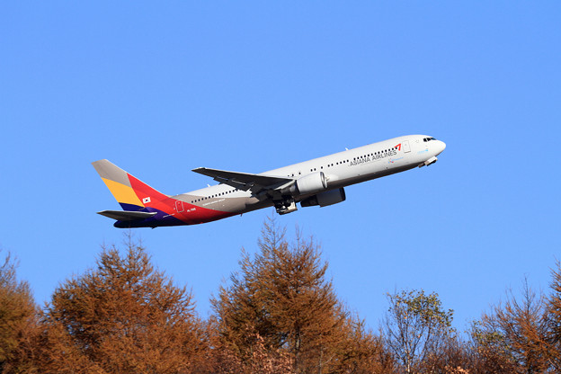 B767 Asiana Airlines takeoff
