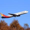 写真: B767 Asiana Airlines takeoff