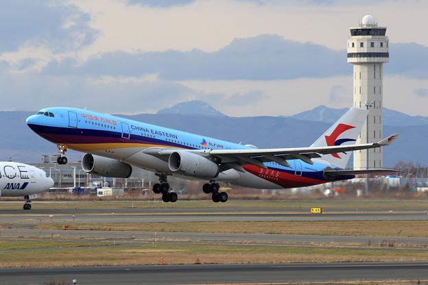 A330 東方航空 B-5943 takeoff (1)
