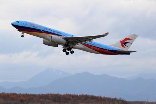 A330 東方航空 B-5943 takeoff (2)