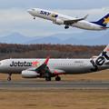 A320 Jetstar JA23JJとB737 SKY