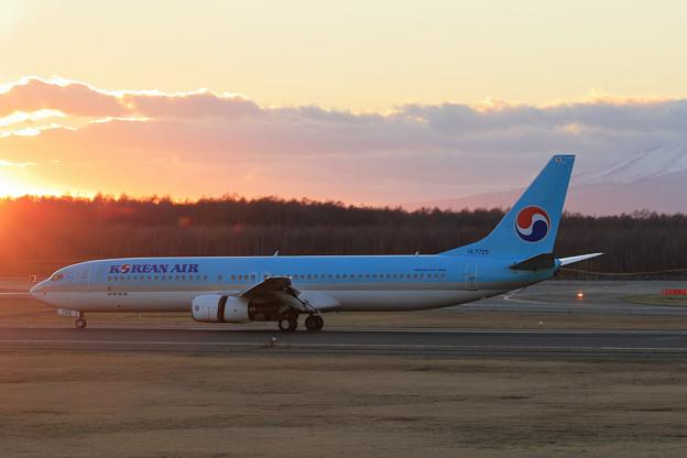 B737-900 KAL HL7725 landing roll