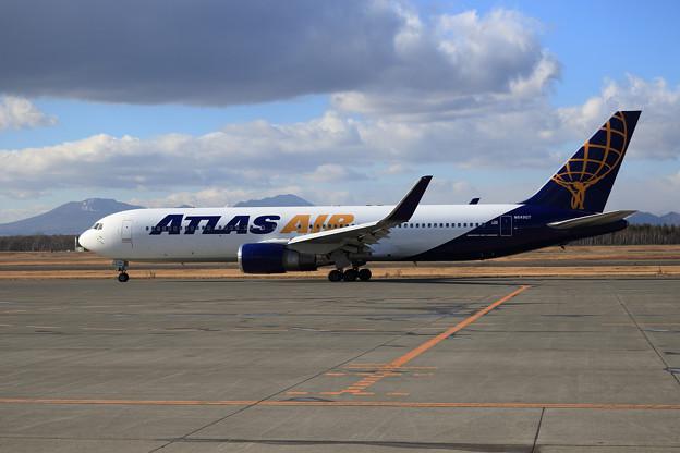 B767 Atlas Air N649GT taxiing