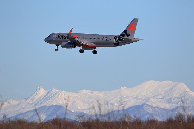 A320 JJP JA24JJと夕張岳