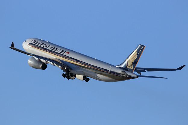 A330 SIA 9V-SSI takeoff (2)