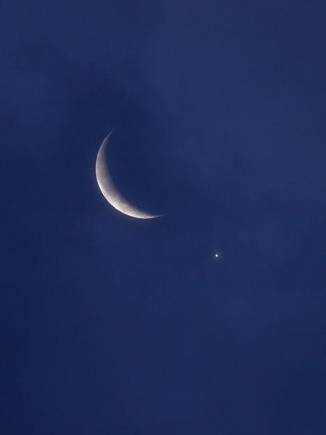 2019年撮り初めは月と金星のランデブー
