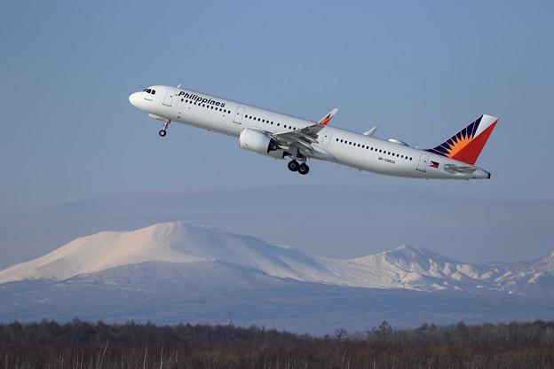 A321neo Philippines RP-C9932と樽前山