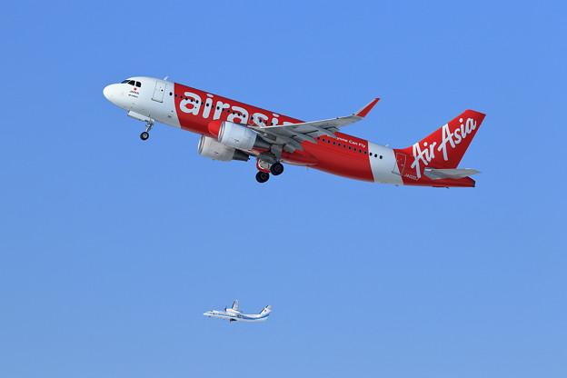 A320 AirAsiaJapanとQ300 海上保安庁